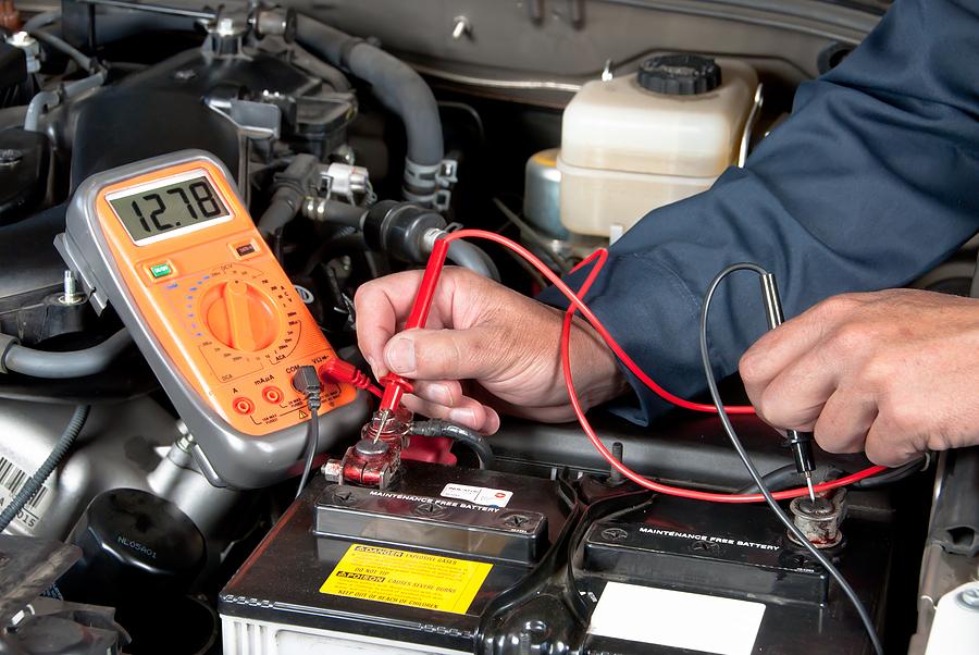 Какие током заряжать автомобильный аккумулятор или какое должно быть напряж